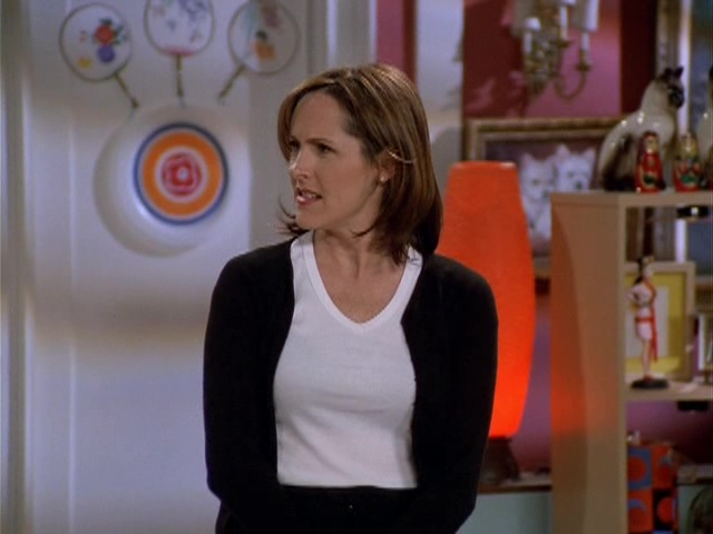 Molly Shannon as Val Bassett